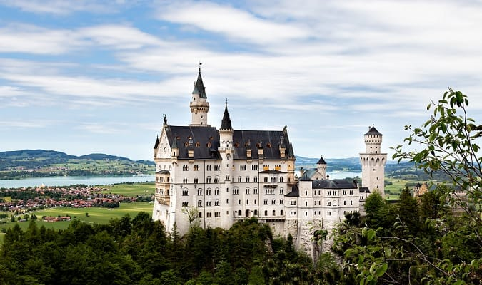 Attractions and destinations around Munich include fairytale castles, palaces, beautiful lakes, mountains and landscapes.